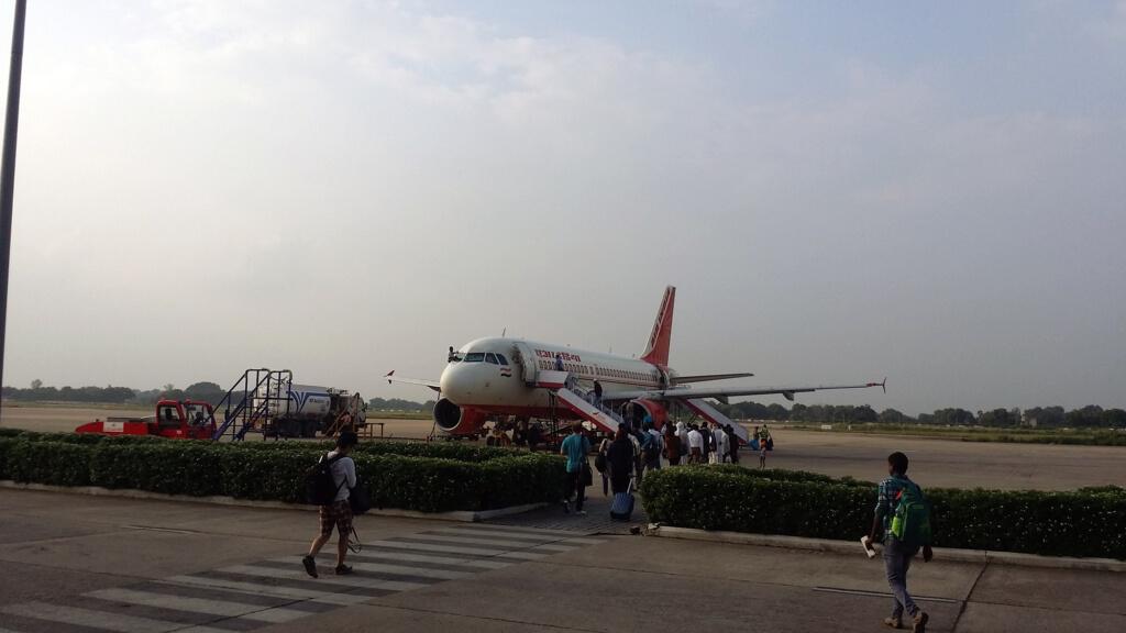 ヴァーラーナシー空港の飛行機