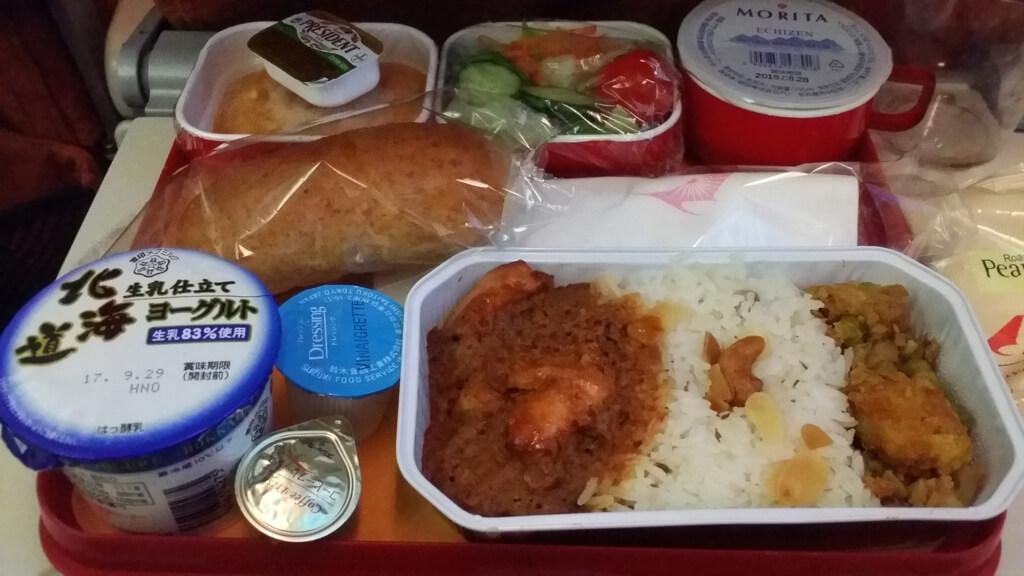 エア・インディアの機内食(カレーほか)