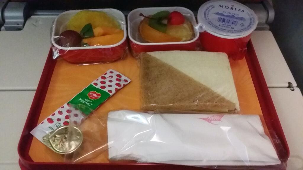 エア・インディアの機内食(サンドイッチほか)