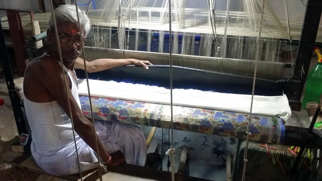 ヴァーラーナシーの絹織物工房