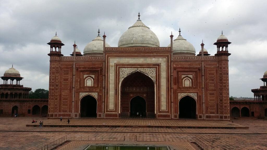 タージ・マハルの隣にあるモスク