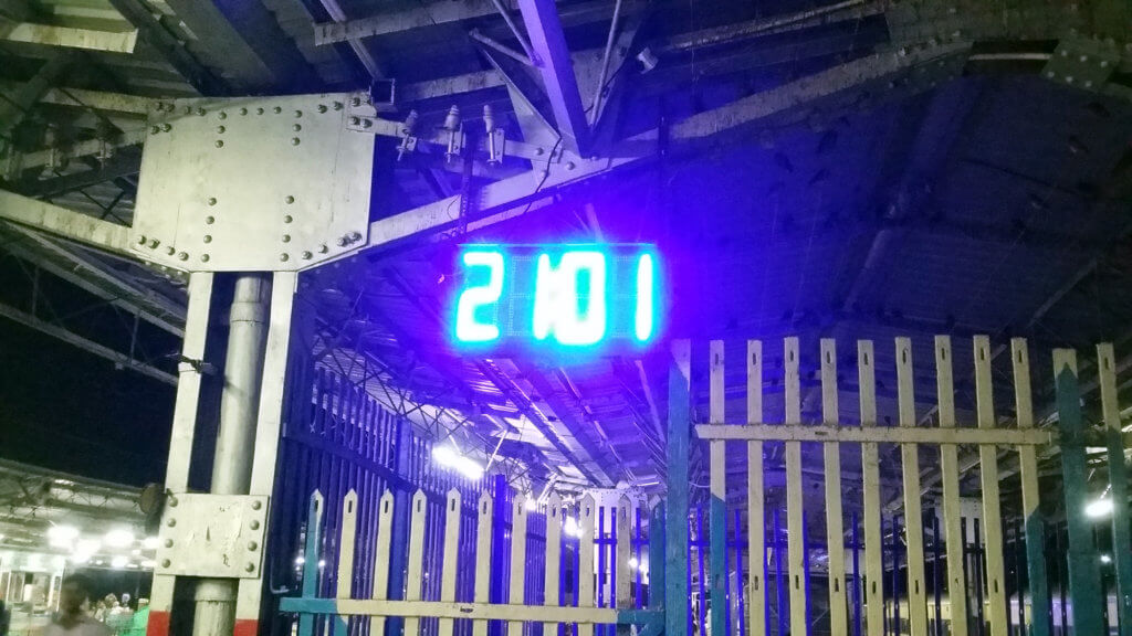 ツンドラ駅のホームの時計